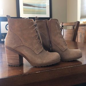 Size 9m or size 39 Lucky Brand boots